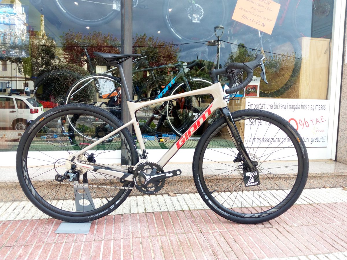 Nueva Giant Revolt Advanced 3 2020